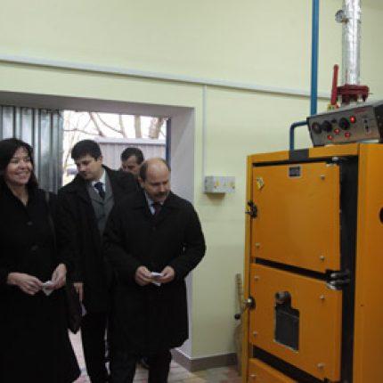 Sezonul de încălzire cu energie din biomasă a fost lansat în 30 de instituţii din  Moldova