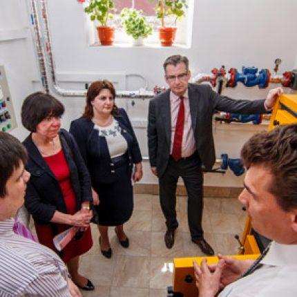 Şcoala şi grădiniţa din Ţareuca şi-au instalat sistem de încălzire pe biomasă, alternativ celui pe gaz
