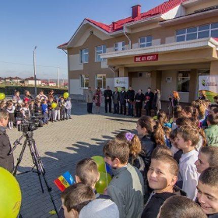 Şcoala şi grădiniţa din Cotul Morii au asigurată independenţa energetică datorită sistemului modern de încălzire cu biocombustibil