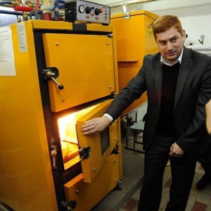 Şcolile şi grădiniţele racordate la centrale termice pe biomasă vor raporta Agenţiei pentru Eficienţă Energetică despre achiziţia de combustibil din biomasă
